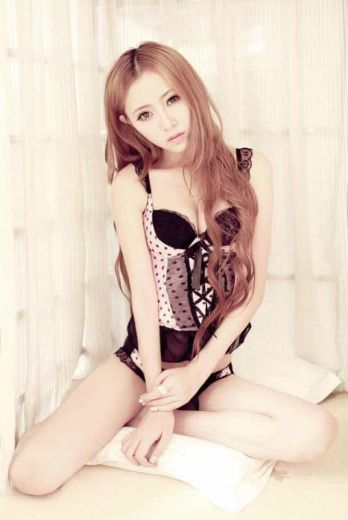 Yiri - Beautiful Young Korean Escort